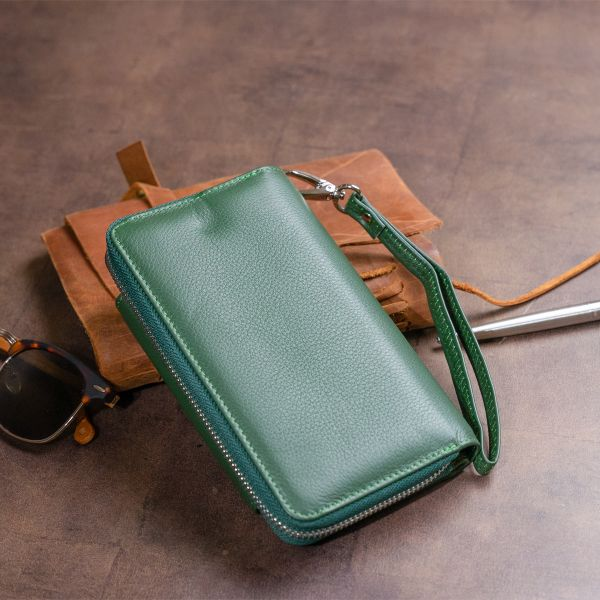 Гаманець зі шкіри на клямці ST Leather 19342 зелений