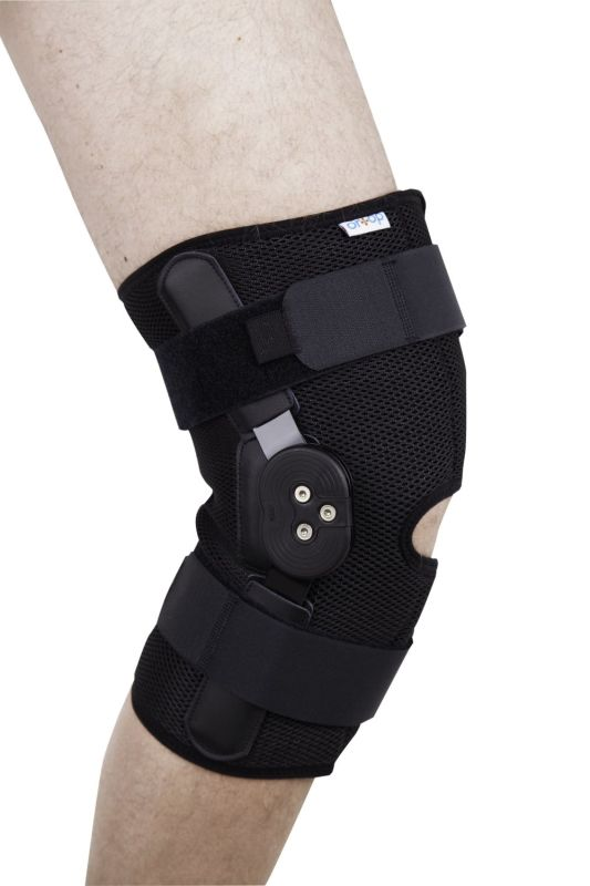 Бандаж на коленный сустав с шарнирами для регулирования угла сгибания разъемный ES-797 Ortop